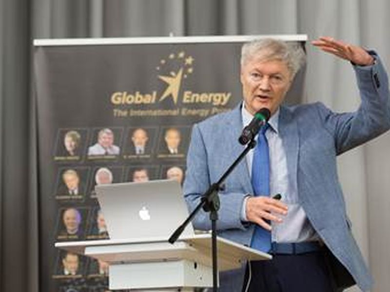 A lecture on solar energy by Michael Gretzel, the winner of the Global Energy Prize '17